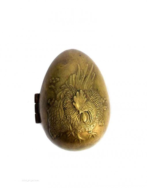 Antique-Beautifully-Hand-Craved-Cock-On-Egg-Shape-Brass-Box