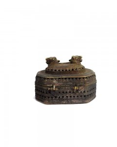 Antique-Figural-Old-Hand-Crafted-Jali-Cutting-Brass-Jewellery-Box.jpg---a