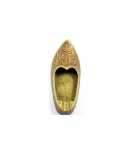 Vintage-Beautiful-Hand-Crafted-Brass-Shoe-Shape-Ash-Tray.jpg--b